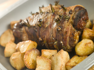 ... -with-garlic-and-rosemary-and-roast-potatoes-s-e1446758692857.jpg